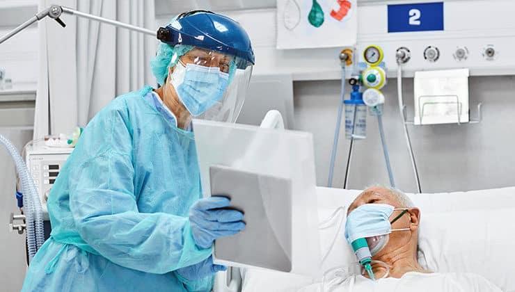 pandemide sağlıkçı ve hastalar